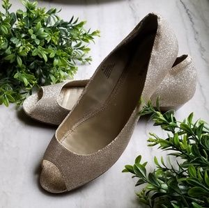 🌴NEW!!! Glittery Gold heels (small heel)🌴
